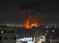 Izrael újabb légicsapásokkal válaszolt a Gázai övezetben a gyújtóléggömbök miatt
