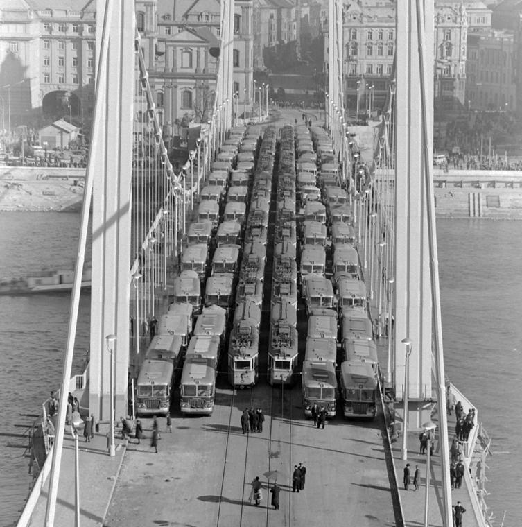 fortepan_! 1964. - az Erzsébet híd terheléspróbája. - Erzsébet híd,nagyítás
