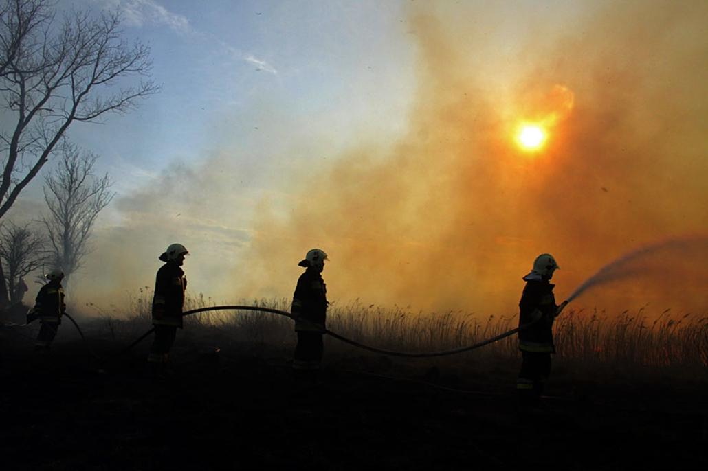 A hét képei nagyítás tűzoltás tűzoltó