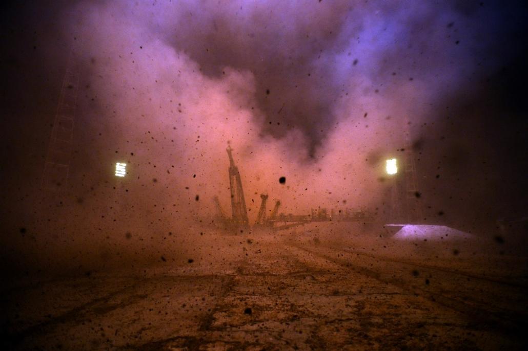 afp. hét képe - szojuz kilóvése 2014.03.26. KAZAKHSTAN, BAIKONUR : Russian Soyuz-FG rocket with the Soyuz TMA-12M spacecraft and a crew of US astronaut Steven Swanson, Russian cosmonauts Alexander Skvortsov and Oleg Artemyev aboard, blasts off from a laun