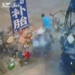 Videó: Ilyen pusztítást végez egy szétdurranó teherautógumi