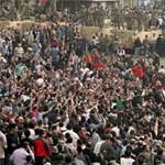 Tüntetés Kairóban: több halottja van az összecsapásoknak