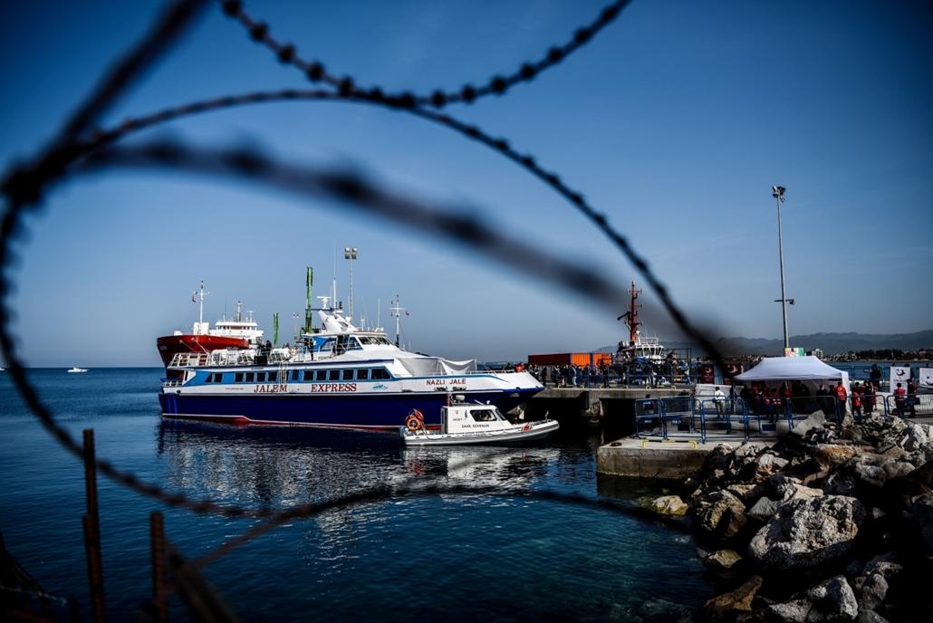 afp.16.04.04.Izmir: török kop szállít migránsokat görögországba -  menekült, migráns, bevándorló, Leszbosz, Törökország, Görögország, Török-EU egyezmény