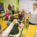 Tanárok fizetés nélkül: törvénytelen a tíz hónapra kötött szerződés