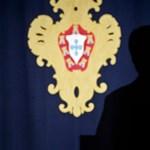 Videó: Élőben adta a tévé, ahogy elájul beszéde közben a portugál elnök
