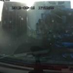 Kirepült a kamionsofőr a szélvédőn – videó
