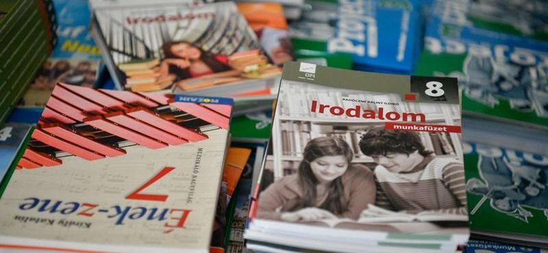 2020-tól mindenki ingyen kapja a tankönyveket