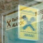 Tőkét emel és fiókot zár be Magyarországon a Raiffeisen