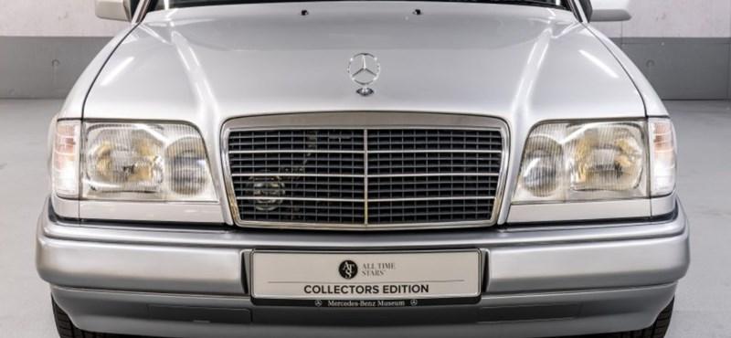 Nem véletlenül kérnek 10 millió forintot ezért a régi E200-as Merciért