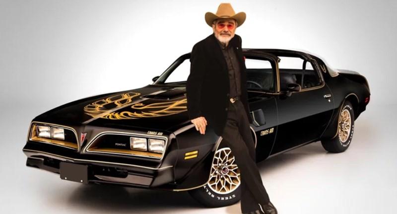 Eladják Burt Reynolds autóit, közte a saját használatú Smokey és a Bandita autót