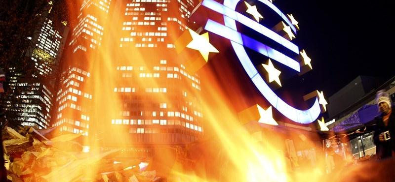 Megállíthatatlan a forint zuhanása, már 359 forint is volt egy euró