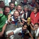 Merkel az öltözőben lepte meg a világbajnokokat – fotó