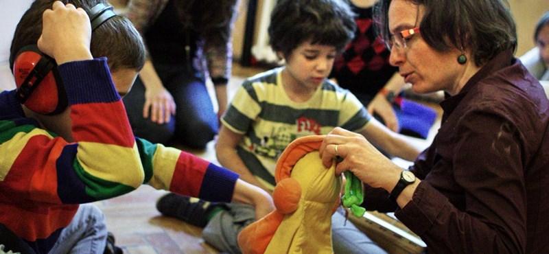 """""""Messiásként várnak"""" – kapósak az autizmushoz értő diplomások"""