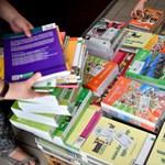 Visszaszóltak a tankönyvesek: tényleg egyre népszerűbbek az állami tankönyvek?