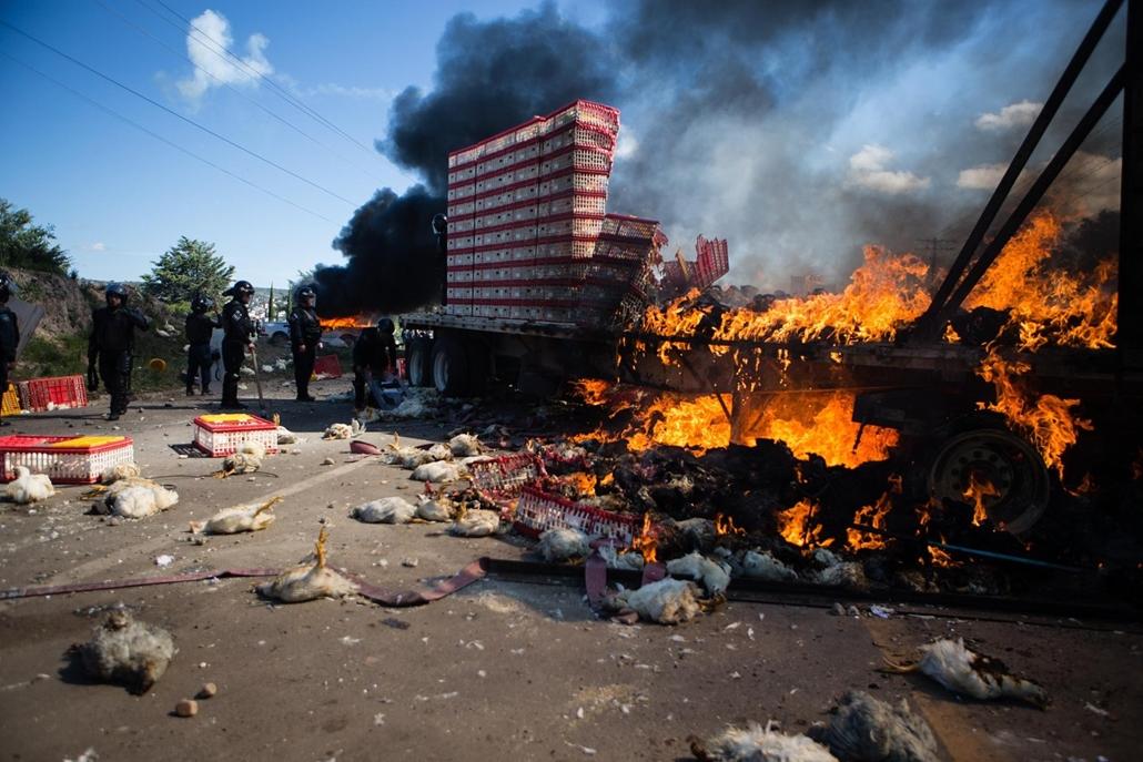 hét képei - 16.06.19  - Mexikó Tanártüntetések, tanárok csaptak össze rendőrökkel Oaxaca tartományban, leglább 3  halott és több tucat sérült