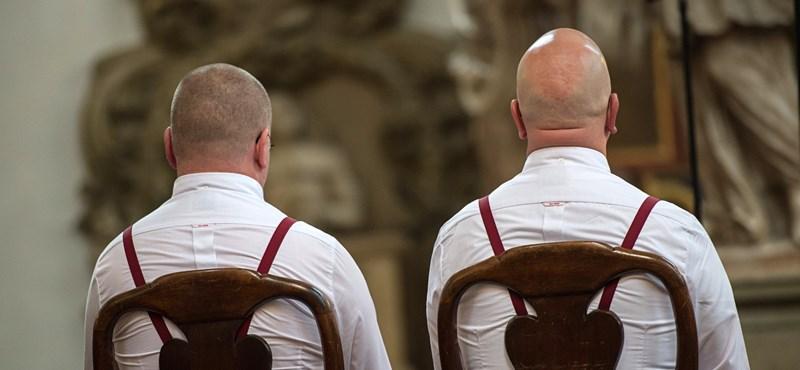 Egy skót egyház engedélyezte a melegházasságot a templomaiban