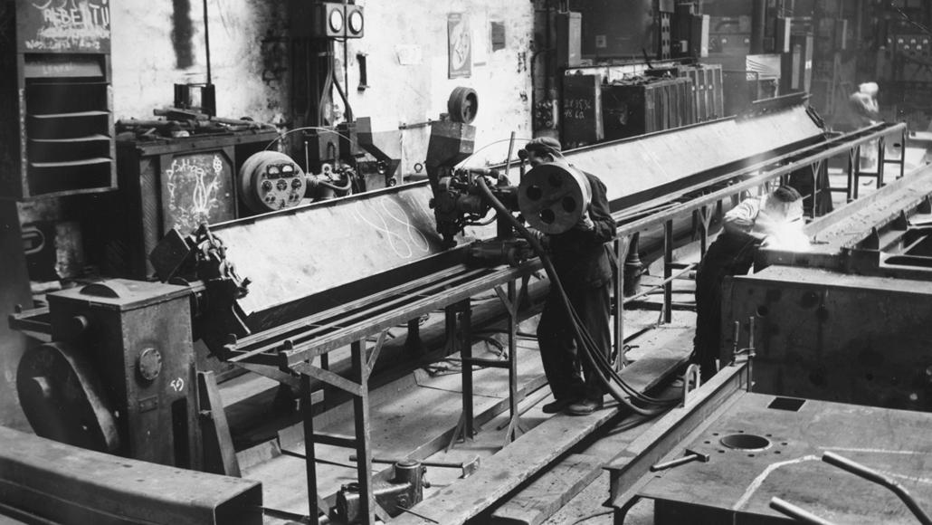 fortepan_! 1963. - Az Erzsébet híd acélszerkezetének gyártása a Ganz MÁVAG-ban. - Erzsébet híd,nagyítás