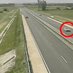 Videón a sofőr, aki a forgalommal szemben haladva okozott baleseteket a 85-ösön