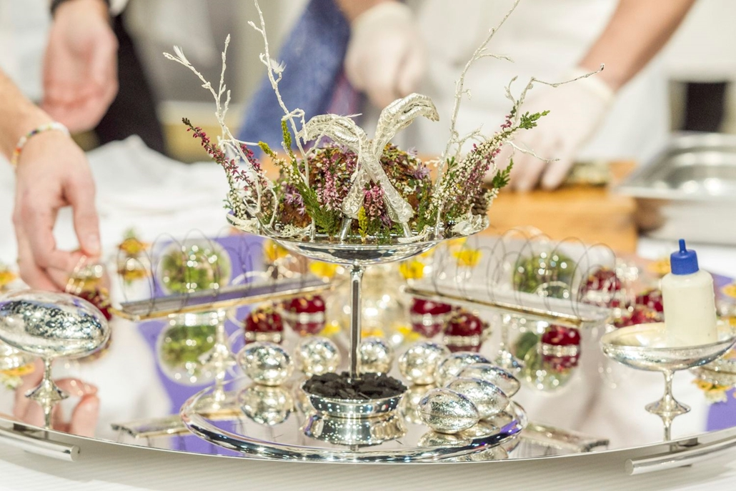 mti.17.01.25. A magyar csapat tálcája a Bocuse d'Or nemzetközi szakácsverseny lyoni világdöntőjén, a SIRHA nemzetközi vendéglátó-, szálloda- és élelmiszeripari kiállításon 2017. január 24-én.