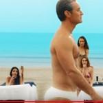 Itt Az ifjú pápa folytatásának előzetese – Jude Law egy szál fecskében sétál ezúttal a tengerparton