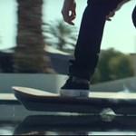 Még a víz fölött is tökéletesen siklik a Lexus működő légdeszkája – videó
