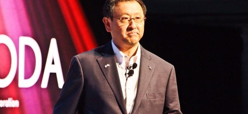 A Toyota elnöke szerint az elektromos autók túlértékeltek, és csődbe vihetik az iparágat