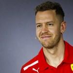Vettelé az első rajtkocka, Hamiltonnak sokba fájhat a rázókő