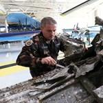 Máris kiállították a Dunából előkerült bombázó roncsait – fotók
