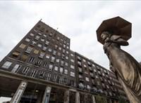 Kinőtt egy Sisi-szobor a bulinegyed kapujánál