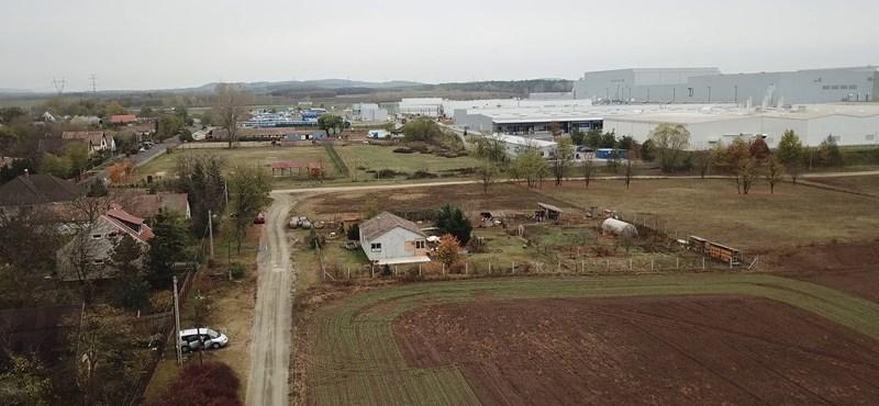 Ön is elköltözne a vörös zónából? Aggódnak a Samsung-gyár mellett élők