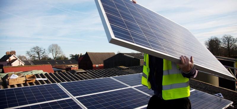 Jó hír, ha ingyenáram kell: zuhan a napelemek ára