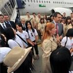 Képek: fukusimai diákok érkeztek Magyarországra