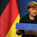 Neves közgazdászok kérlelik Merkelt, térjen észhez