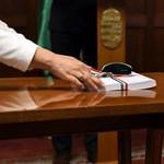 Folyamatosan átírja a kormány a költségvetést