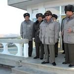 A Kedves Vezető rusnya télikabátjára emlékezik Észak-Korea - videó