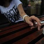 Az utcán sem látják szívesen a dohányzókat