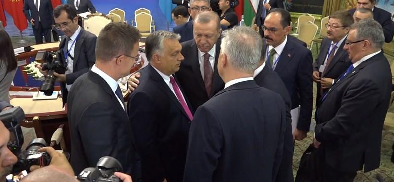 Nem lehet tüntetni az Akadémiánál, Orbán és Erdogan találkozik