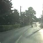 Videó: így törte le Pomázon egy autós a vasúti sorompót