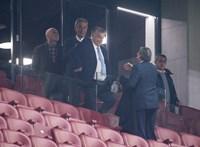 Nézze csak, kivel érkezett Orbán Viktor a Puskás VIP-lelátójára!