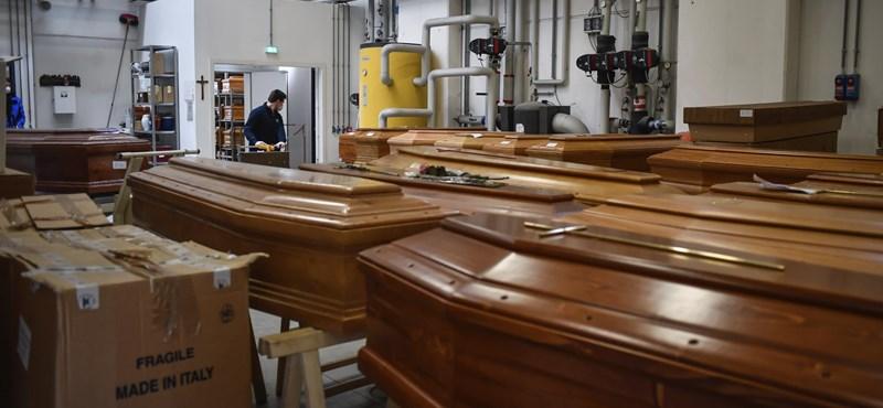 Azt kérik, hogy a koronavírus miatt maximum tíz gyászoló vegyen részt egy temetésen