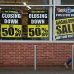 Kinyírta a játékboltok királyát az online kereskedelem