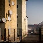 Üvegbe szedik a lakók az injekciós tűket a Hős utcában