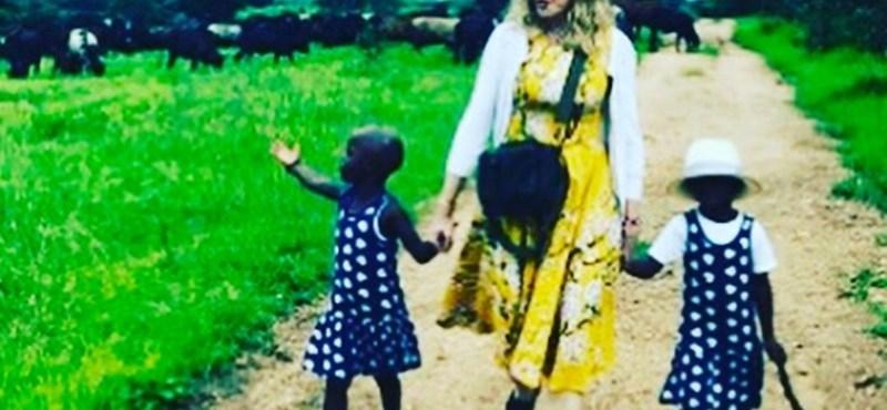 Madonna bemutatta két frissen adoptált gyermekét - fotó