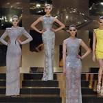 Újra Versace haute couture nyolc év után Párizsban (videó)