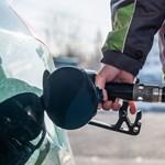 Felfoghatatlan összeget buknak az autósok azzal, hogy a kormány nem csökkentette az üzemanyagok jövedéki adóját