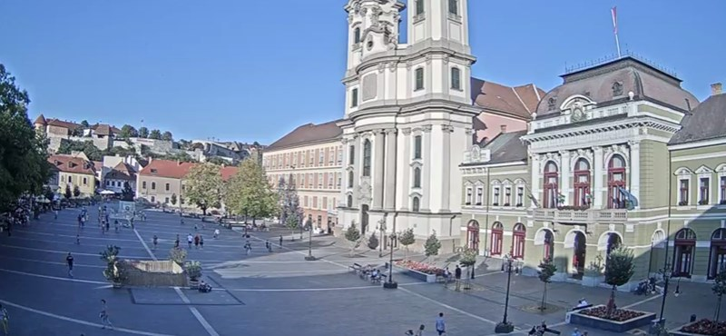 Falécekkel javították ki a sérült díszkőburkolatot Egerben, de utólag kiderült, ez ideiglenes megoldás
