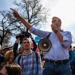 Oroszországban nem tüntethetnek a 18 éven aluliak