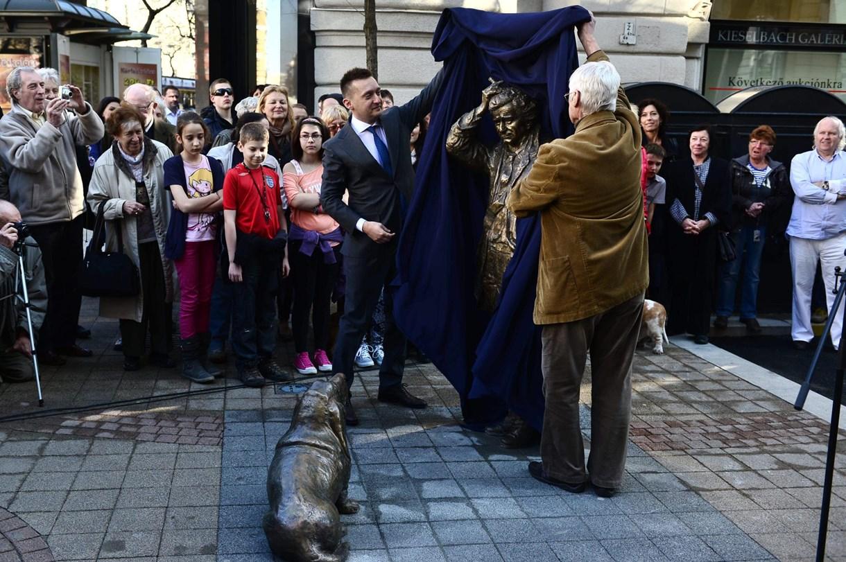 Rogán felavatta a pesti Columbo-szobrot