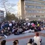 A török elnök nevezte ki az egyetem rektorát, utcára vonultak a diákok