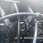 Videó: Így mentek be a tűzoltók a kiégett óbudai lakásba